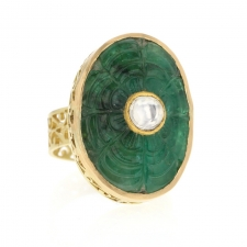 Carved Emerald Filigree Ring with Polki Diamond Image