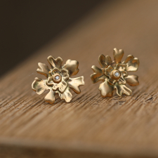 Golden LIchen Stud Earrings with Diamond Image