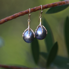 Black Pearl Claw Earrings Image