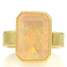 Rectangular 18k Gold Opal Ring Image