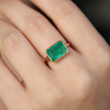 Rectangular 18k Rose Gold Emerald Ring Image