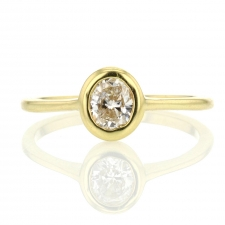 Oval Cut Diamond Solitaire 18k Gold Ring Image