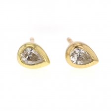 Pear Shaped White Diamond 18k Gold Stud Earrings Image