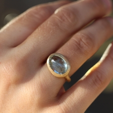 Oval Aquamarine Gold Ring Image