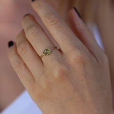 Delicate Peridot 18kt Gold Ring Image