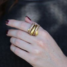 Onda 18k Gold Wave Ring with Diamonds Image