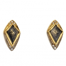 Kite Diamond 18k Gold Stud Earrings Image