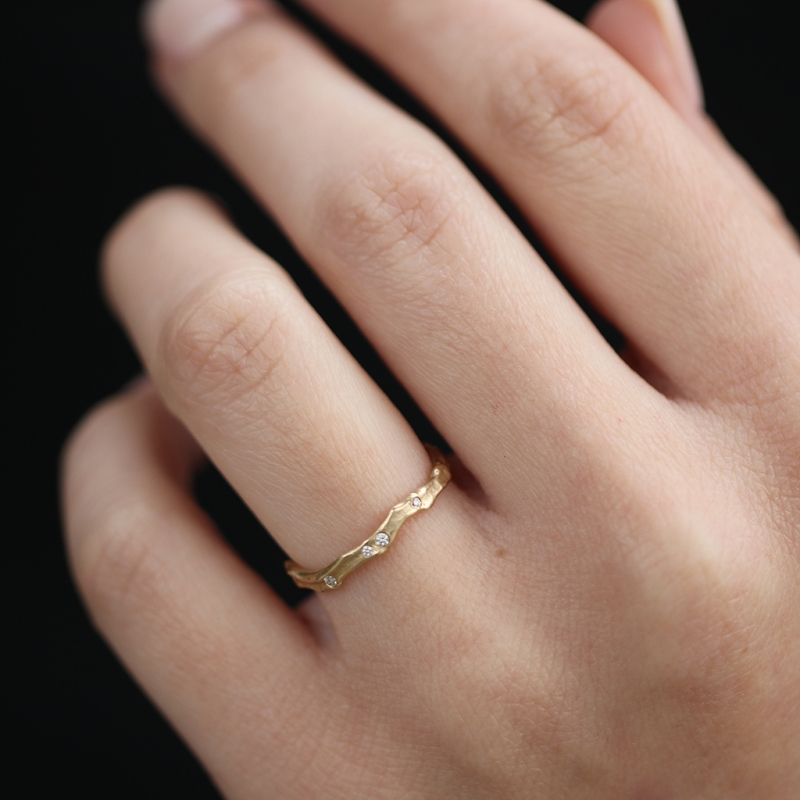 18k Yellow Gold Coral Stick Scattered Diamond Ring