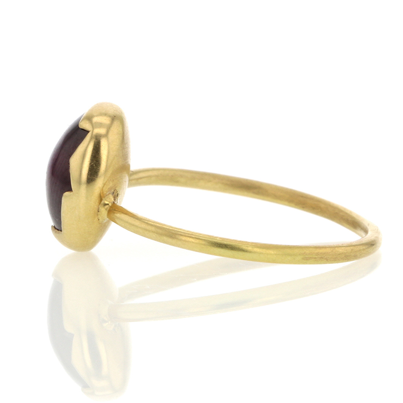 Star Ruby 18k Gold Egg Ring