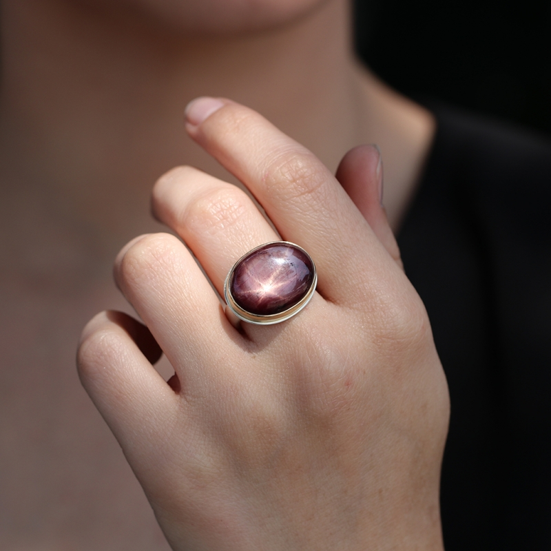 Smooth Oval Star Ruby Ring