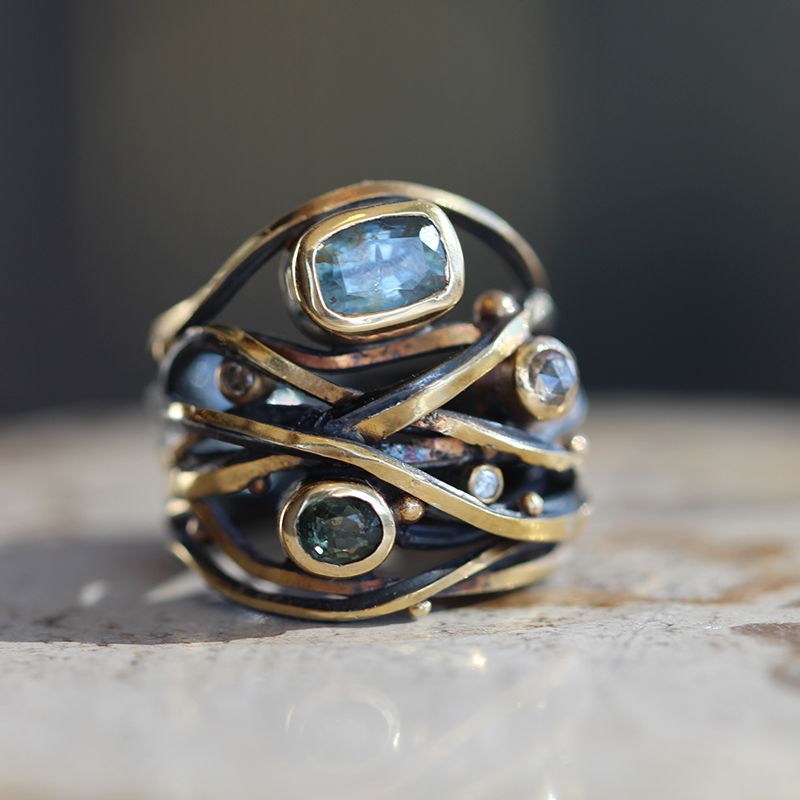 Twisted Ring with Sapphire and Diamonds