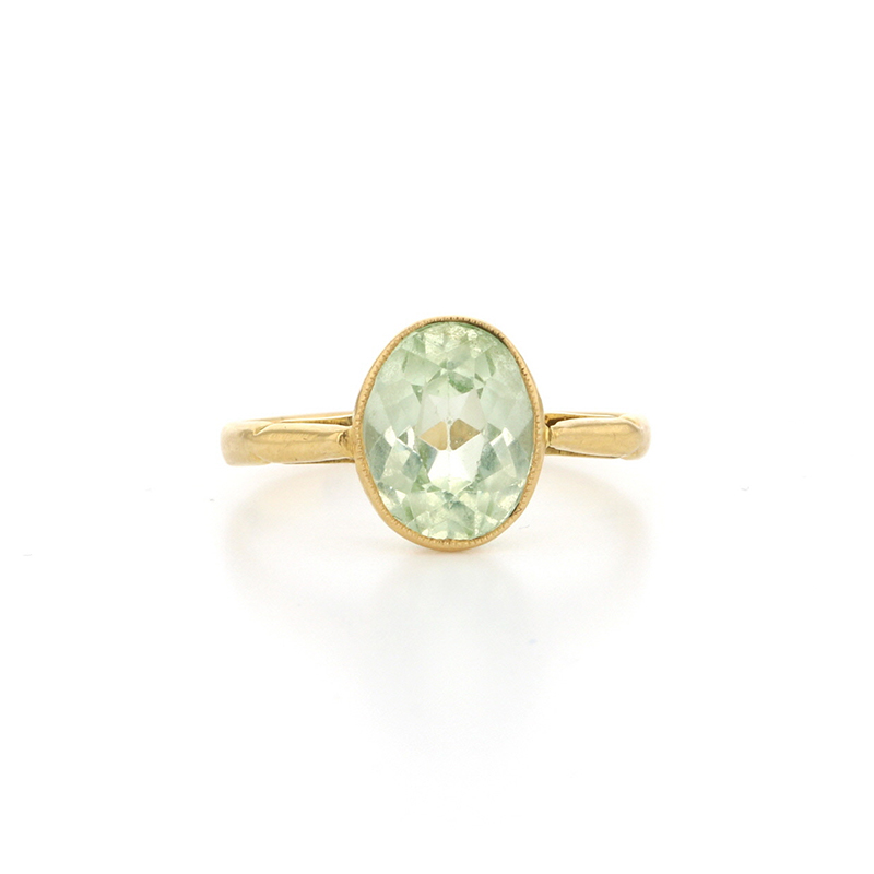 Oval Spinel 18k gold Ring