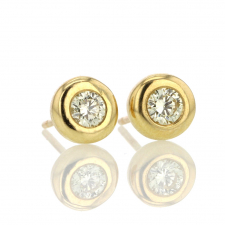 Round Brilliant Diamond 18k Gold Stud Earrings Image