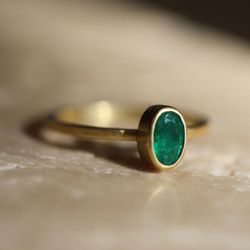 Small 18k Gold Emerald Ring